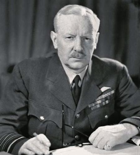 ArthurTraversHarri, maréchal de l'Air anglais.